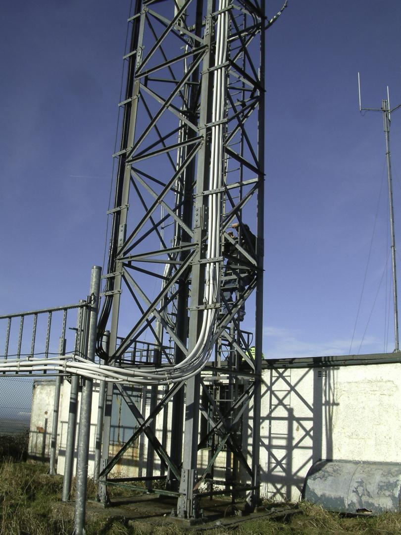 Lower section of GB3IV Mast Stenbury January 2006
